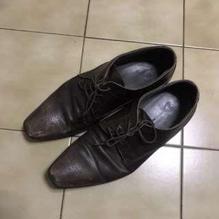Hugo Boss 淡綠色真皮皮鞋