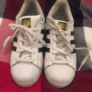 Womens Adidas Superstar Sneakers US 6