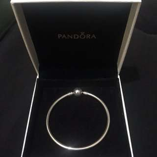 AUTHENTIC PANDORA moments charm bangle size 17