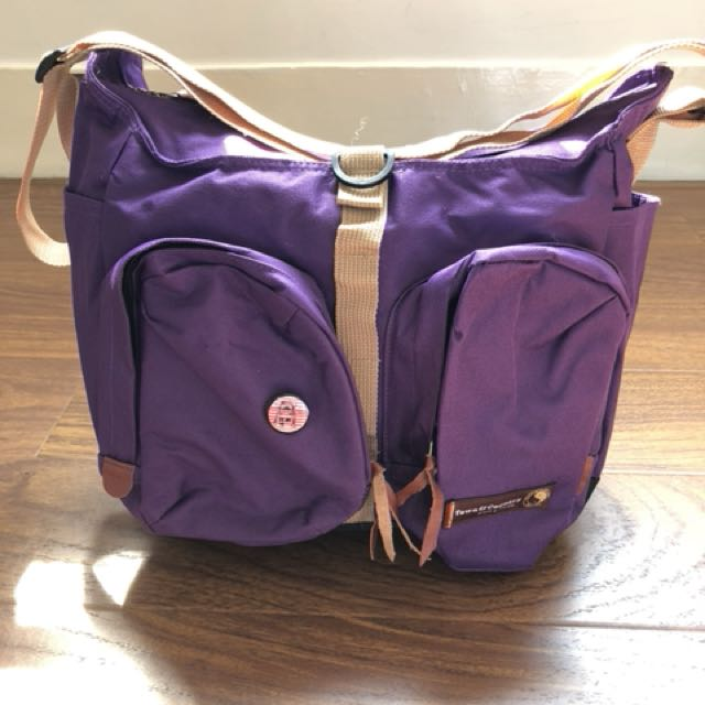 紫色大容量郵差包
