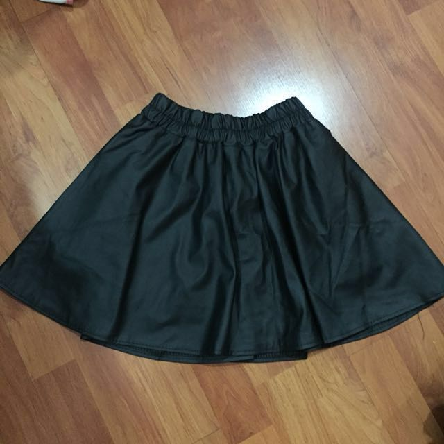 📮✔️[BN] Faux leather skirt