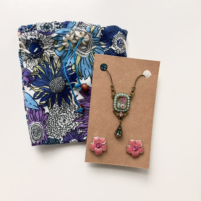 BRAND NEW: Necklace & Earring Gift Set