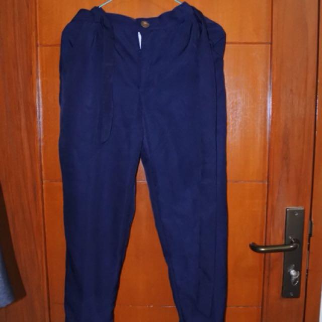 Celana bahan navy