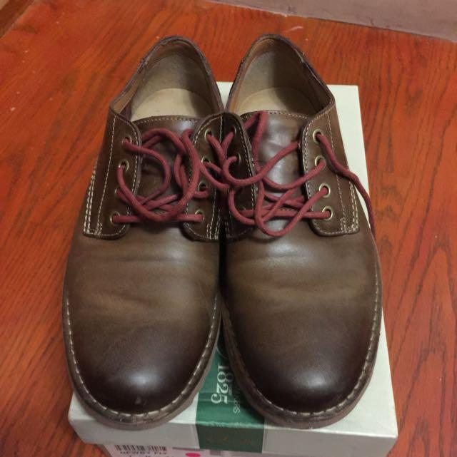 降價!Clarks 咖啡色休閒鞋!過年特價