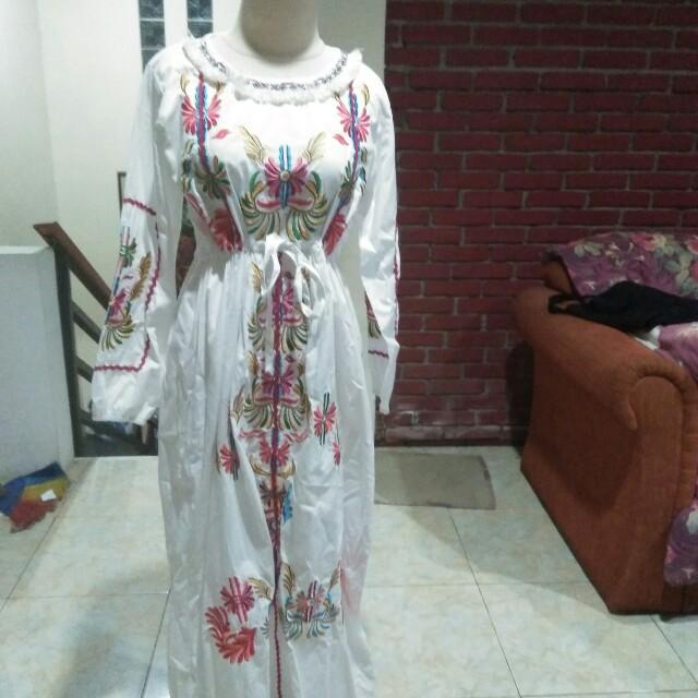 Dress putih motif
