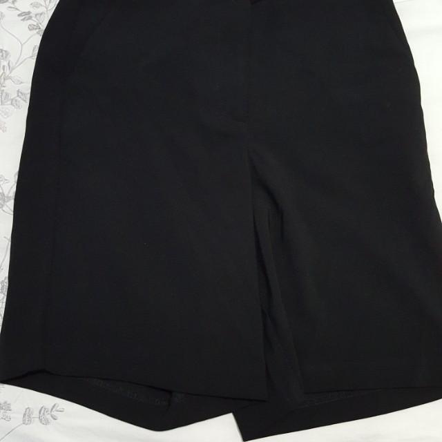 Forever 21 over the knee dress shorts