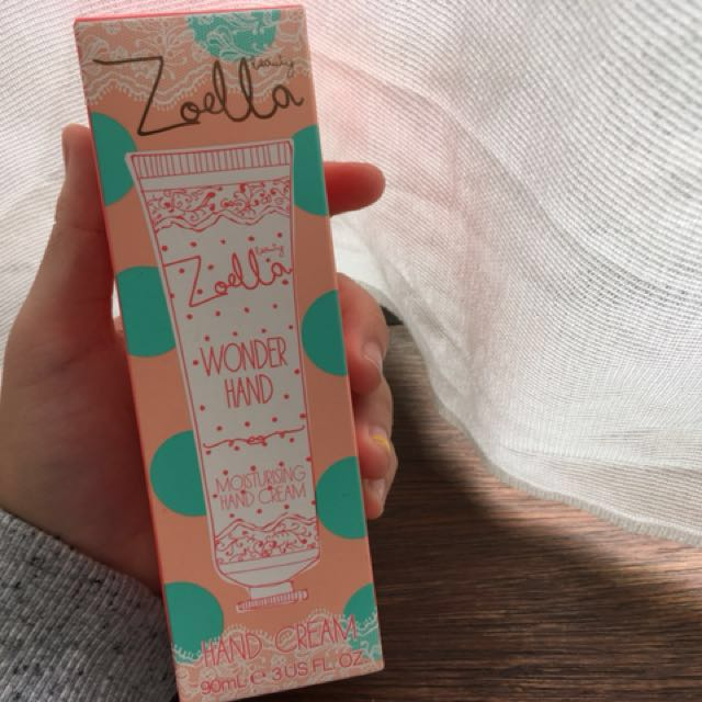 FREE WITH PURCHASE ZOELLA Wonder Hand