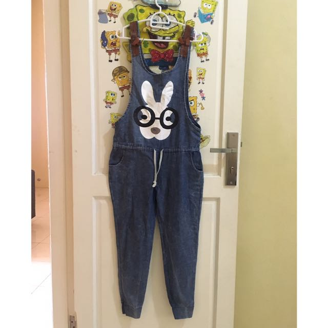 Jumpsuit jeans like new , jumpsuit , dress , midi dress , mini dress , longdress , kulot , celana panjang , celana jeans , celana pendek , rok jeans , rok panjang , gaun , kaftan , gamis , atasan , kaos , kemeja , blouse , tunik