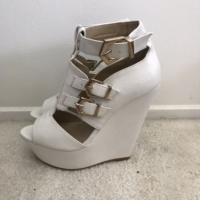 Novo - white wedges with gold buckles