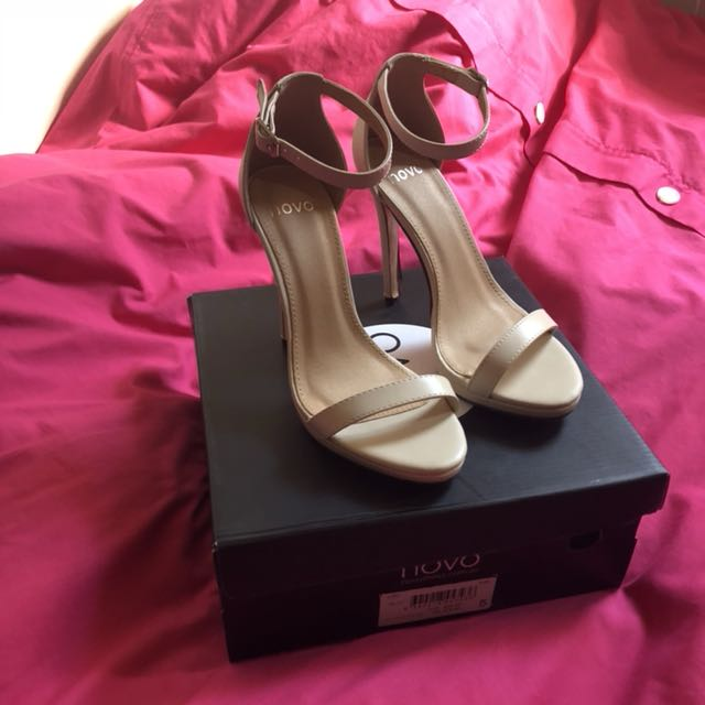 Novo Size 5 Heels