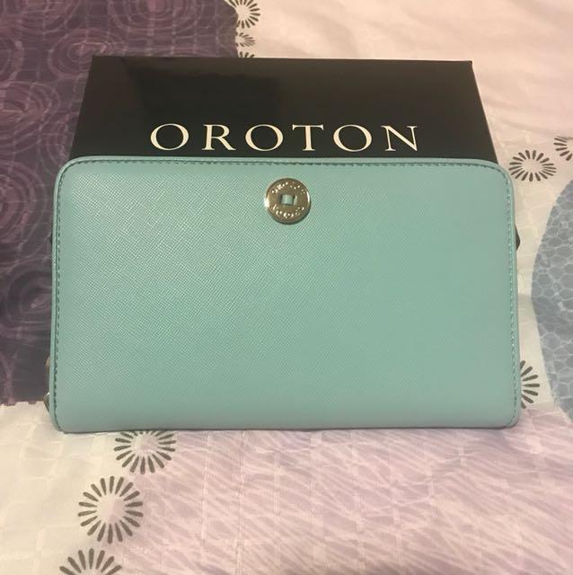 Oroton/ melanie large multi-purpose pocket sip around wallet
