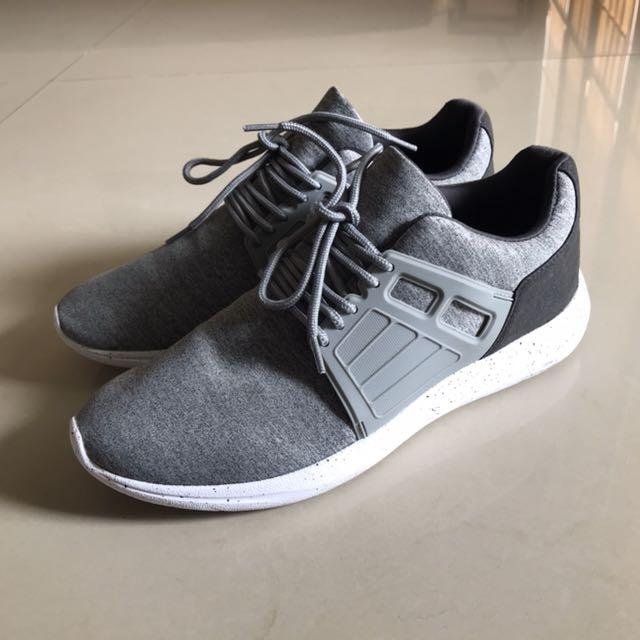 Pull Bear Men Sneakers Grey Size 43 Sepatu Pria Men S