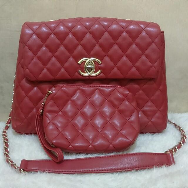 Tas Chanel merah