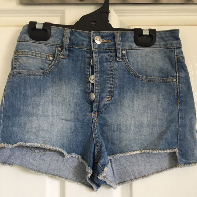 TIGERLILY denim shorts, size 6