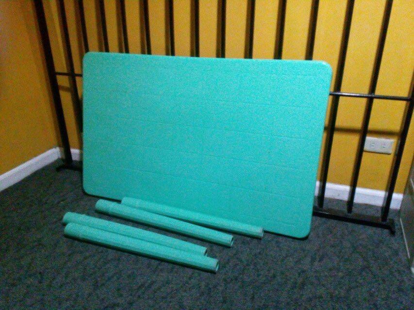 Uratex 6 seater plastic table