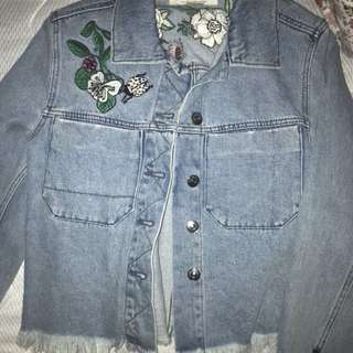 H&M FLORAL PRINTED CROPPED DENIM JACKET