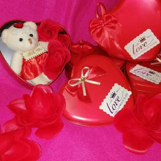ROSE SOAP FLOWER in Heart tin can