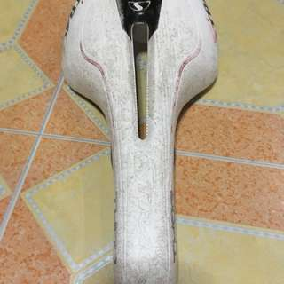 Strace and carbon saddle
