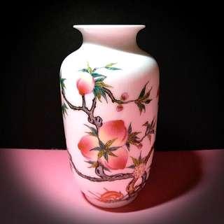 粉彩蟠桃小花瓶