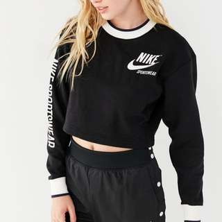 ‼️For Preorder ‼️ Nike Sportswear Reversible Cropped Sweatshirt