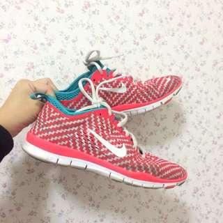 🚚 Nike Free 紅綠 白勾 慢跑鞋