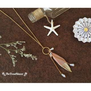 [NEW IN] Pale Pink Singleton Feather Necklace