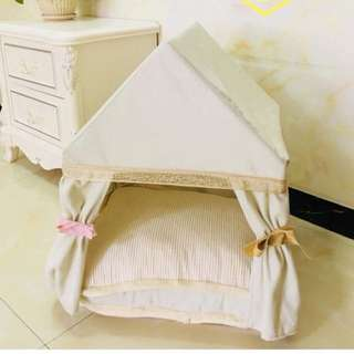 Dog house bed w roof