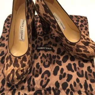 DOLCE AND GABANA SIZE 7 with duster bag