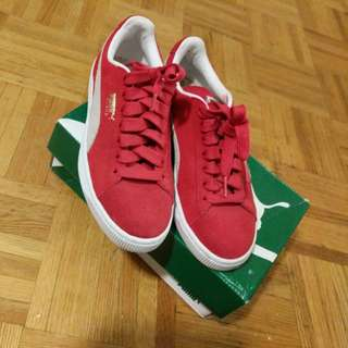 Red Classic Suede Pumas New!!