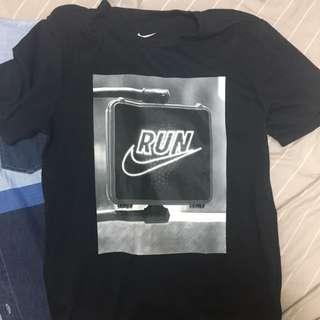 🚚 Nike 短t