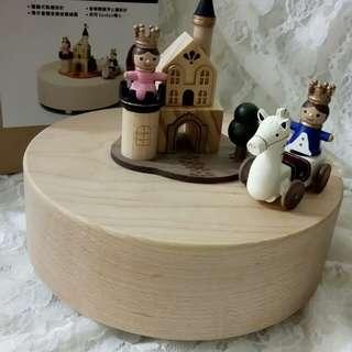 🚚 #新春八折🎉Wonderful life 繞圈旋轉木質音樂盒