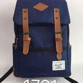 Herschel bag size : 17 inches