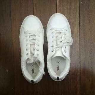 White sneakers Rubi size 39/8.5