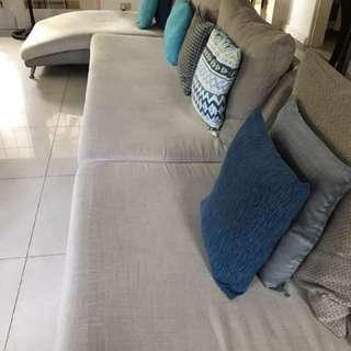 3-pc high-end Sofa Set (requires restoration)