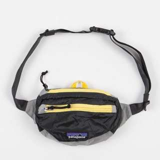 Patagonia Lightweight Travel Mini Hip Pack - Forge Grey / Chromatic Yellow