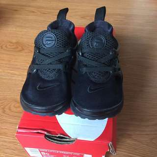 Authentic Nike little presto (TD) all black from Footlocker. Perfect for 1-2.5yo toddler.
