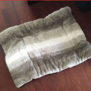 Double sided dog bed for medium dogs