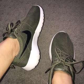 Nike green roshe