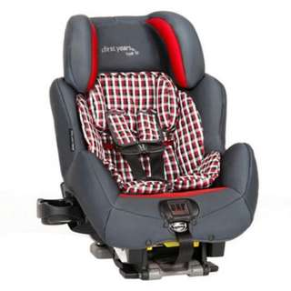 The FIRST YEARS 'True Fit' Carseat / Car Seat