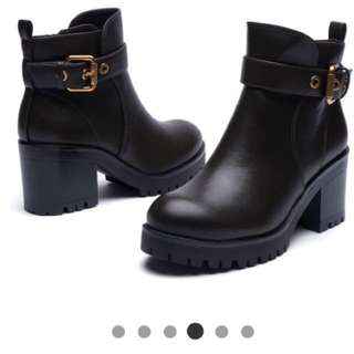 🚚 達芙妮 短靴 軍靴