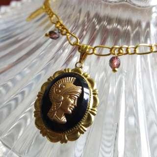 ✨古董美國戰士肖像樹脂鑄片配捷克鍍彩玻璃珠頸鏈 ✨