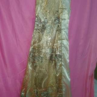 Gaun resmi shang Hay