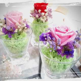 Get lovely fresh flowers that can last for 365 days!