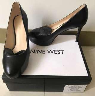 Like new! Nine west pump shoes black