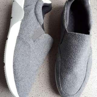 Sepatu kets executive
