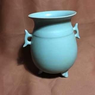 汝官窑瓷器精致手工美丽到代北宋期12.8 cm 高。特价3800 元。offer to seller