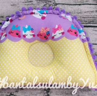 Bantal baby minkey+ pompom ball
