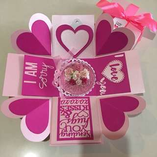 Explosion box with flower ornament & 4 personalised photos in pink