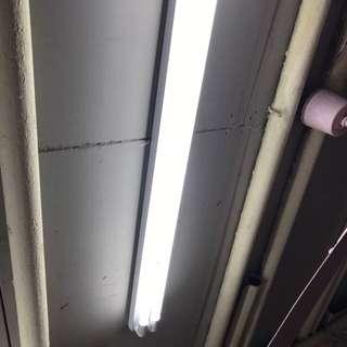 led光管 連支架T8腳。白光