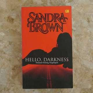 "Novel Sandra Brown ""Hello Darkness"""